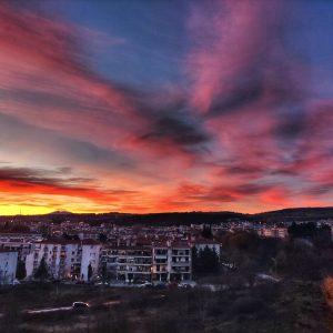 kozan.gr: Τα φανταστικά χρώματα στον ουρανό της Κοζάνης κατά τη διάρκεια του σημερινού ηλιοβασιλέματος (Φωτογραφία)