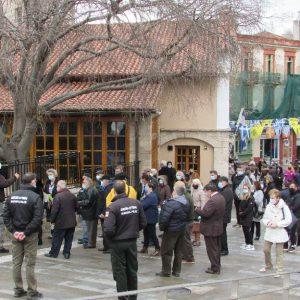 kozan.gr: Δυο – δυο εισέρχονταν, οι πιστοί, στον προαύλιο χώρο του Ι.Μ.Ν. Αγ. Νικολάου Κοζάνης για να παραλάβουν τον αγιασμό, με αφορμή τον εορτασμό των Θεοφανίων (Βίντεο & Φωτογραφίες)