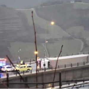 Εγνατία Οδός: Ντελαπάρισε νταλίκα στην γέφυρα Ανηλίου- Μετσόβου, από την παλαιά Εθνική Οδό η κίνηση προς Θεσσαλονίκη