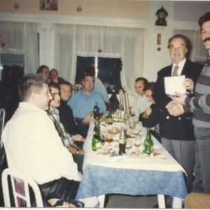 Ο αποχωρήσας πρόεδρος του Εθνικού Κοζάνης, Γιάννης Κορκάς, τιμάται από τους προπονητές του Εθνικού