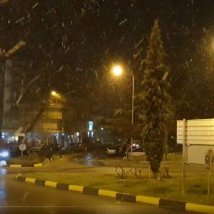kozan.gr: Ώρα 22.15: Συνεχίζεται η χιονόπτωση στη πόλη της Κοζάνης – Εικόνες από Π. Συντάγματος -Στρατολογία (Βίντεο)