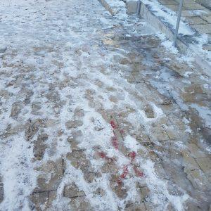 Παράπονο αναγνώστριας στο kozan.gr: Αυτή είναι η κατάσταση με τον πάγο έξω από την ΤΟΜΥ Κοζάνης (πρώην ΙΚΑ)