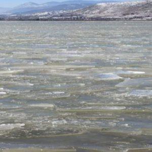 Πάγωσε η λίμνη Πετρών στο δήμο Αμυνταίου