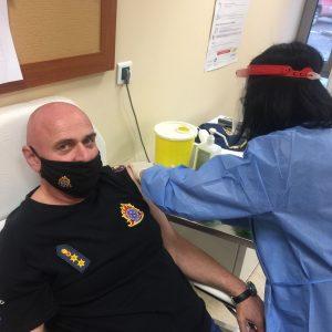 kozan.gr: Eμβολιάστηκε, με το εμβόλιο κατά του κορωνοϊού, ο Διοικητής της Πυροσβεστικής Υπηρεσίας Πτολεμαΐδας, Χρήστος Σπυρίδης