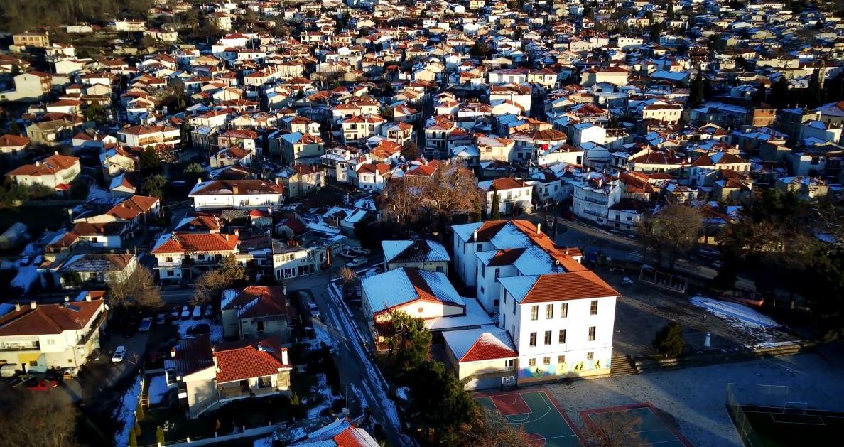 """Το Δημοτικό Σχολείο Βελβεντού """"Χαρίσιος Παπαμάρκου"""" από ψηλά (Bίντεο)"""