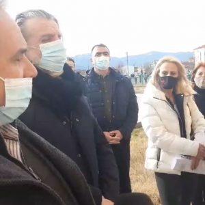 kozan.gr: Πτολεμαΐδα: Εκπρόσωποι εμπόρων και παραγωγικών φορέων κατέθεσαν ψήφισμα διαμαρτυρίας στον Αντιπεριφερειάρχη Π.Ε. Κοζάνης Γ. Τσιούμαρη για το παρατεταμένο lockdown στο Δήμο Εορδαίας (Βίντεο)