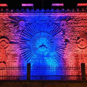 kozan.gr: Με πορτοκαλί και μπλε χρώματα φωταγωγήθηκε το Υδραγωγείο Πτολεμαΐδας (Βίντεο & Φωτογραφίες)