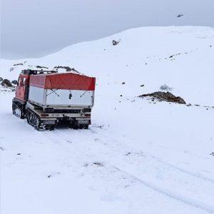 Σε βουνοκορφή του Μιτσικελίου εντοπίστηκε το εκπαιδευτικό αεροσκάφος που αγνοούταν –  Το αεροσκάφος φαίνεται να προσέκρουσε στη χιονοσκεπή βουνοκορφή και ένα μέρος του καλύφθηκε μέσα στο χιόνι