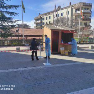 Σε εξέλιξη βρίσκεται η διαδικασία των rapid tests από τις Κινητές Μονάδες Υγείας της Π.Ε. Κοζάνης (ΚΟΜΥ-ΕΟΔΥ) στην κεντρική πλατεία της πόλης.