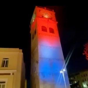 Με πορτοκαλί και μπλε χρώμα φωτίστηκε το καμπαναριό της πόλης της Κοζάνης για την Παγκόσμια Ημέρα κατά του Καρκίνου (Βίντεο)