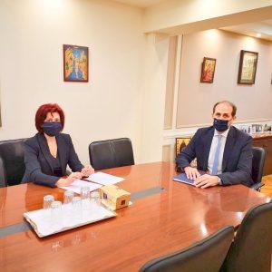 Η Π. Βρυζίδου με τον Υφυπουργό Οικονομικών κ. Α. Βεσυρόπουλο για ελάφρυνση επιχειρηματιών, παραχώρηση κτιρίων και παραλίμνιες απαλλοτριωθείσες εκτάσεις από τη ΔΕΗ στην ΠΕ Κοζάνης