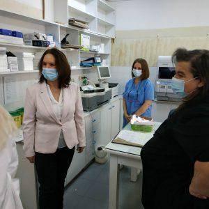Καλλιόπη Βέττα: Επίσκεψη στο εμβολιαστικό κέντρο Κοζάνης
