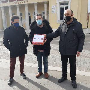 Σε μια συμβολική δράση οι επαγγελματίες της εστίασης παρέδωσαν τα κλειδιά των καταστημάτων τους στο Δημαρχείο Κοζάνης (Βίντεο)