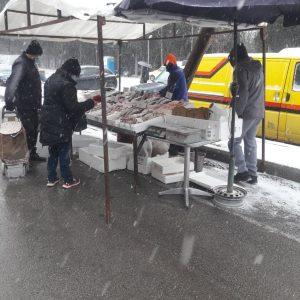 kozan.gr: Ώρα 09:10 π.μ.: Eικόνες από τη κεντρική λαική αγορά της Κοζάνης στην οδό Αριστοτέλους (Βίντεο)