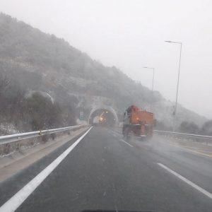 kozan.gr: Ώρα 12.30: Χιονόπτωση στην Εγνατία οδό στο δρόμο Κοζάνης – Βέροιας, μετά τα διόδια Πολυμύλου (Φωτογραφίες)