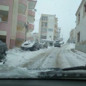 Παράπονα αναγνώστη στο kozan.gr: Ακαθάριστοι από τα χιόνια οι δρόμοι στην περιοχή Hπειρώτικα. Με δυσκολία η κυκλοφορία των οχημάτων. Οι φωτογραφίες που ακολουθούν είναι από την οδό Αγίων Σαράντα (Φωτογραφίες)