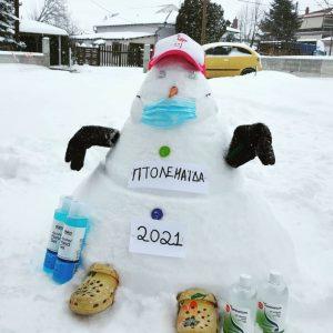 "kozan.gr: Πτολεμαίδα: Έφτιαξαν  χιονάνθρωπο προσαρμοσμένο απόλυτα στο ""κλίμα"" της πανδημίας (Φωτογραφίες)"