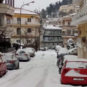 "kozan.gr: Κοζάνη: Παράπονα αναγνώστριας: ""Η θερμοκρασία πέφτει και τα στενά παραμένουν με αρκετό χιόνι – Αν παγώσει το χιόνι μετά δε θα μπορούν να καθαρίσουν"" (Φωτογραφίες)"