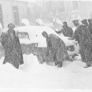 Άλλες εποχές,  άλλα ήθη μι τα χιόνια αγκαλιά! (Γράφει η Φανή Φτάκα)