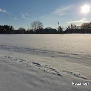 kozan.gr: Το στρατιωτικό γήπεδο Κοζάνης γεμάτο με τόσο χιόνι όσο δεν το είδατε ποτέ, τουλάχιστον τα τελευταία 15 χρόνια (Φωτογραφίες)