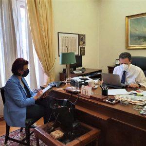 Η Π. Βρυζίδου με τον Αναπληρωτή Υπουργό Οικονομικών κ. Θ. Σκυλακάκη για μέτρα στήριξης επιχειρήσεων, εργαζόμενων και άνεργων στην ΠΕ Κοζάνης