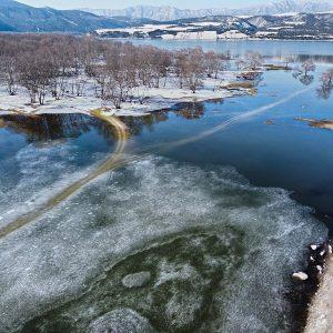 Η πανέμορφη εικόνα της παγωμένης λίμνης στο πλατανόδασος Ρυμνίου (Φωτογραφία)