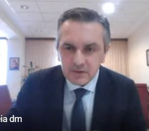 """kozan.gr: Γ. Κασαπίδης: """"H Περιφέρεια Δ. Μακεδονίας έχει, αυτή τη στιγμή, 329 ενεργά κρούσματα εκ των οποίων τα 229 στην Π.Ε. Κοζάνης, τα 51 στην Π.Ε. Καστοριάς, τα 37 στην Π.Ε. Γρεβενών & τα 12 στην Π.Ε. Φλώρινας. Ο καθηγητηςο κΤσιωδρας ανεφερε ότι χρειάζεται επαγρύπνηση στις Π.Ε. Κοζάνης, Καστοριάς & Γρεβενών. Είναι ακόμη στο όριο του πορτοκαλί συναγερμού – Η Περιφέρειά μας (σε Κοζάνη, Γρεβενά & Καστοριά) βρίσκεται στα υψηλότερα ποσοστά εμβολιασμών μεταξύ όλων των Π.Ε. στην Πατρίδα μας – Και στη γειτονική Αλβανία δύσκολη κατάσταση με την πανδημία""""  (Bίντεο)"""