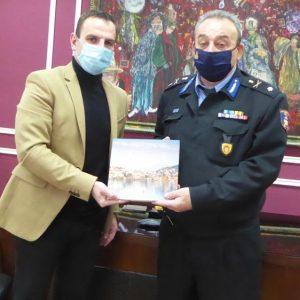 Τον νέο Διοικητή Περιφερειακής Πυροσβεστικής Υπηρεσίας Δυτικής Μακεδονίας, Αρχιπύραρχο Σ. Κορέλα υποδέχθηκε την Τρίτη 23 Φεβρουαρίου στο Δημαρχείο ο Δήμαρχος Καστοριάς Γ. Κορεντσίδης