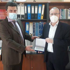 Το  Διευθυντή της Δ.Ο.Υ. Κοζάνης Ι. Ποδιώτη τίμησε το Οικονομικό Επιμελητήριο Δυτικής Μακεδονίας στην εκδήλωση κοπής πίτας
