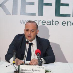 kozan.gr: Ο Γενικός Διευθυντής της εταιρείας kIEFER TEK, κος Χρήστος Πετρόχειλος σε σχέση με τις αντιδράσεις των κατοίκων της Μεσιανής και τι είπε γενικότερα σε σχέση με τις απόψεις που υποστηρίζουν ότι θα πρέπει πρώτα να υπάρξει χωροταξικό ώστε να μην είναι άναρχη η ανάπτυξη των φωτοβολταϊκών (Βίντεο)