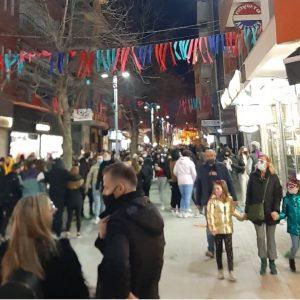 kozan.gr: Ώρα 20.00: Εικόνες από το κέντρο της Κοζάνης με την Πανδώρα σε αποκριάτικους μουσικούς ρυθμούς (Βίντεο & Φωτογραφίες)