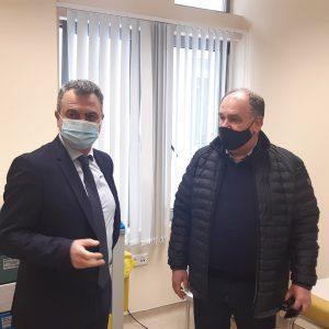kozan.gr: Στο εμβολιαστικό κέντρο (κατά του κορωνοϊού) στο Μποδοσάκειο, βρέθηκε, από νωρίς, το πρωί, της Τετάρτης 10/3, ο Διοικητής της 3ης Υ.ΠΕ. Παναγιώτης Μπογιατζίδης – Περισσότεροι από 13.000 εμβολιασμοί έχουν πραγματοποιηθεί στην Π.Ε. Κοζάνης – 13 ασθενείς νοσηλεύονται στις κλίνες COVID19 του νοσοκομείου και 3 στην ΜΕΘ (Βίντεο)