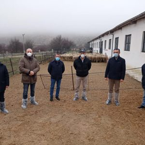 Την Κτηνοτροφική Σχολή της Βλάστης επισκέφθηκαν ο Περιφερειάρχης Δυτικής Μακεδονίας Γ. Κασαπίδης, ο Αντιπεριφερειάρχης Αγροτικής Ανάπτυξης Β. Άμπα μαζί με καθηγητές της Κτηνιατρικής Σχολής του ΑΠΘ