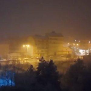 kozan.gr: Ώρα 22:45: Πυκνή χιονόπτωση αυτή την ώρα στην πόλη της Φλώρινας και της γύρω περιοχής (Βίντεο)