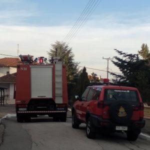 kozan.gr: Μικρής έκτασης φωτιά σε σκεπή διώροφης κατοικίας στη Νέα Χαραυγή Κοζάνης – Άμεση κινητοποίηση της πυροσβεστικής που έσβησε τη φωτιά προτού επεκταθεί (Βίντεο & Φωτογραφίες)