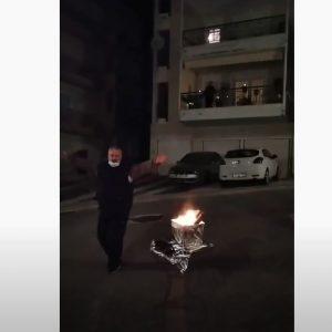 kozan.gr: Κοζάνη (Ηπειρώτικα): Άναψε φανό μόνος του, έτσι για το καλό του εθίμου και χόρεψε γύρω απ' αυτόν (Βίντεο)