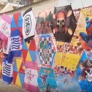 Kozan.gr Πτολεμαΐδα: Όμορφοι και σε  πολλά σχέδια χαρταετοί, από πλανόδιο πωλητή, στην περιοχή του γηπέδου (Φωτογραφίες)