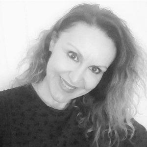 """Η Ελένη Δεληβοριά, από την Κοζάνη, με αφορμή την παγκόσμια ημέρα ποίησης μοιράζεται μαζί μας το ποίημά της """"Νυχτερινή προσευχή"""" που βραβεύτηκε με Α΄ βραβείο στο 10ο Παγκόσμιο λογοτεχνικό διαγωνισμό, ΕΠΟΚ τον Απρίλιο του 2020."""