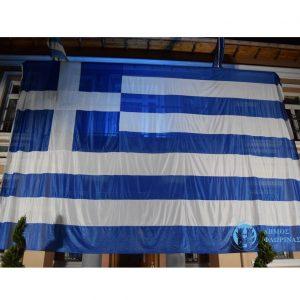 Ελληνική σημαία μεγάλων διαστάσεων στο κτίριο του Δημαρχείου Φλώρινας