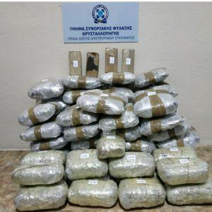 Συνελήφθησαν κατά τη διάρκεια οργανωμένης αστυνομικής επιχείρησης 5 αλλοδαποί, σε ορεινή περιοχή της Φλώρινας, για εισαγωγή μεγάλης ποσότητας ναρκωτικών ουσιών στην ελληνική Επικράτεια – Κατασχέθηκαν -68- κιλά και -370- γραμμάρια ακατέργαστης κάνναβης, -2- κιλά και -365- γραμμάρια κατεργασμένης κάνναβης και -4- κινητά τηλέφωνα (Φωτογραφία)