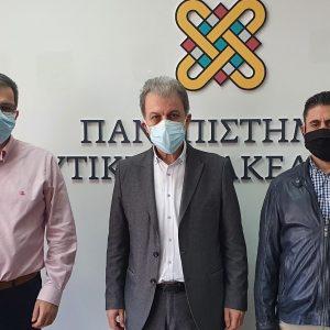 Mε τον Πρύτανη του Πανεπιστημίου Δ. Μακεδονίας Θεοδουλίδη Θεόδωρο, τον Αντιπρύτανη Σαριαννίδη Νίκο και τον Δ/ντη Τεχνικών Υπηρεσιών κ. Δάρδα Κων/νο, συναντήθηκε ο βουλευτής Κοζάνης Γιώργος Αμανατίδης