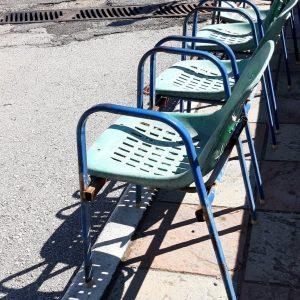 Σχόλιο αναγνώστη στο kozan.gr: Καρέκλες που είχαν σε ταβέρνες το 1980 κοντά στην είσοδο των επειγόντων του νοσοκομείου Κοζάνης (Φωτογραφία)