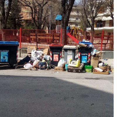 Σχόλιο αναγνώστριας στο kozan.gr: Κοζάνη: Οδός Χαλκιδικής δίπλα στην παιδική χαρά που μόλις ανακαινίσθηκε – Απαράδεκτο θέαμα (Φωτογραφίες)
