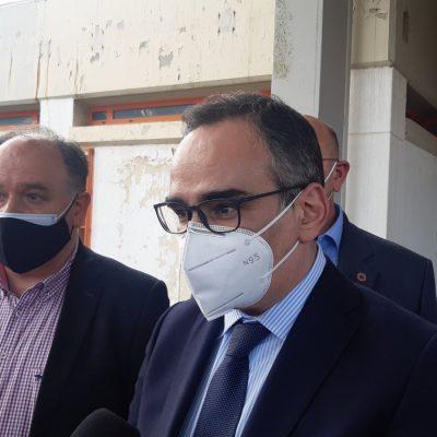 "kozan.gr: Συγκρατημένος κι επιφυλακτικός ο Αν. Υπουργός Υγείας, Βασίλης Κοντοζαμάνης, για τo ποιο, από τα σενάρια, που έχουν ""πέσει"" στο τραπέζι κι αφορούν την αντιμετώπιση της πίεσης, λόγω έξαρσης της πανδημίας, στα νοσοκομεία της περιοχής, θα επιλέξουν να εφαρμοστεί: ""Δεν θέλω να προκαταλάβω. Θα δούμε τις επόμενες μέρες – Κάνουμε έκκληση σε ιδιώτες γιατρούς να συνεργαστούν με το ΕΣΥ"" (Βίντεο)"