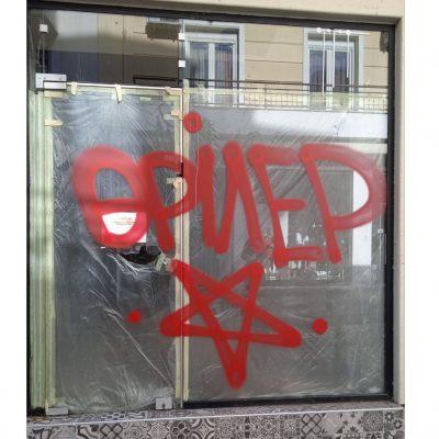"kozan.gr: Πολύ κοντά η αστυνομία στους φερόμενους δράστες ""θρίλερ"" των βανδαλισμών με σπρέι σε βιτρίνες ξενοίκιαστων καταστημάτων στην Κοζάνη"
