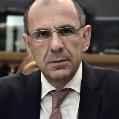 "kozan.gr: O Υπουργός Επικρατείας Γιώργος Γεραπετρίτης, στη σύσκεψη με τους φορείς, για την εξέλιξη της πανδημίας στην Π.Ε. Κοζάνης: ""Η πρόθεσή μας είναι ν' ανοίξει τη μεθεπόμενη Δευτέρα το λιανεμπόριο – Σε στάδιο επεξεργασίας, επιχειρησιακό σχέδιο ώστε από την Δευτέρα και τις επόμενες μέρες να ""σαρωθεί"" η Π.Ε. Κοζάνης για να αποτιμηθεί όσο γίνεται καλύτερα το επιδημιολογικό φορτίο της περιοχής και μέχρι τέλος της ερχόμενης εβδομάδας να υπάρχουν ακόμη πιο ξεκάθαρα συμπεράσματα"""