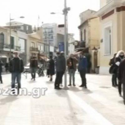 kozan.gr: 10:50 π.μ.: Oι πρώτες εικόνες από τη σημερινή παράσταση διαμαρτυρίας των εμπόρων και των επιχειρηματιών στο Δημαρχείο Κοζάνης για το κλειστό λιανεμπόριο (Βίντεο & Φωτογραφίες)