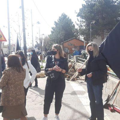 kozan.gr: Ώρα 11:00 π.μ.: Στο δημαρχείο Εορδαίας, με μαύρες σημαίες, έμποροι και των επιχειρηματίες διαμαρτύρονται για το κλειστό λιανεμπόριο (Βίντεο & Φωτογραφίες)