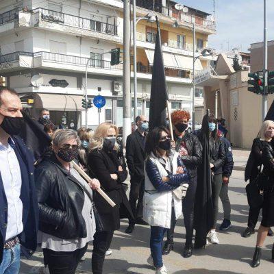 kozan.gr: Πτολεμαίδα: Ψήφισμα στο Δήμαρχο Εορδαίας Π. Πλακεντά παρέδωσαν οι επιχειρηματίες που  διαμαρτύρονται για το κλειστό λιανεμπόριο – Συγκεντρώθηκαν με μαύρες σημαίες  (Βίντεο & Φωτογραφίες)