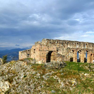 Oι ρωγμές του δυτικού πύργου στα Βυζαντινά κάστρα Σερβίων (Γράφει ο Σάββας Φουντούλης)